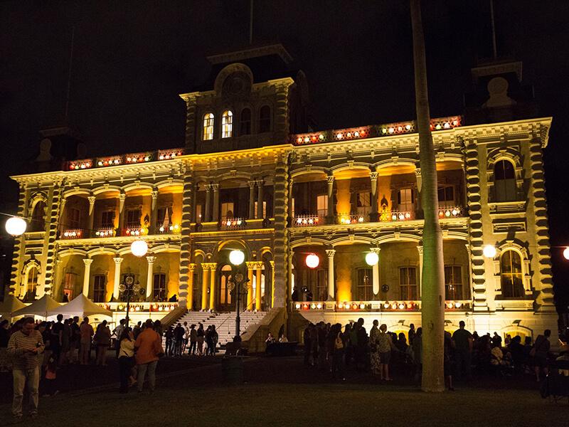 Iolani Palace at night